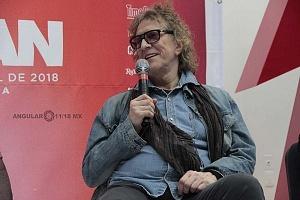 MIck Rock el legendario fotografo charlo con la prensa en la inauguración de la exposición STARMAN
