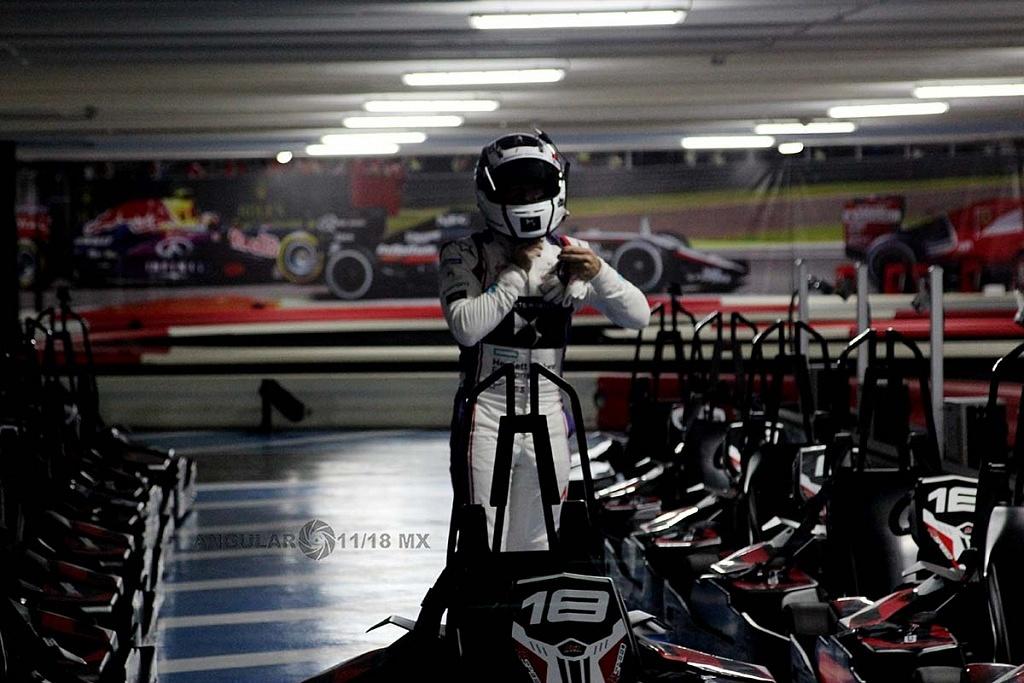 Virgin racing de Fórmula E; presento a sus pilotos Alexander Lynn y Sam Bird exhibición carros go karts