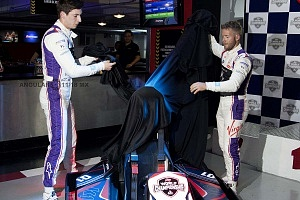 Virgin racing de Fórmula E; presento a sus pilotos Alexander Lynn y Sam Bird exhibición carros go karts 4