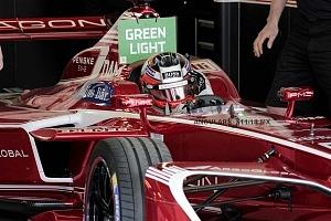 auto de Fórmula Electrica en la carrera de la Ciudad de México