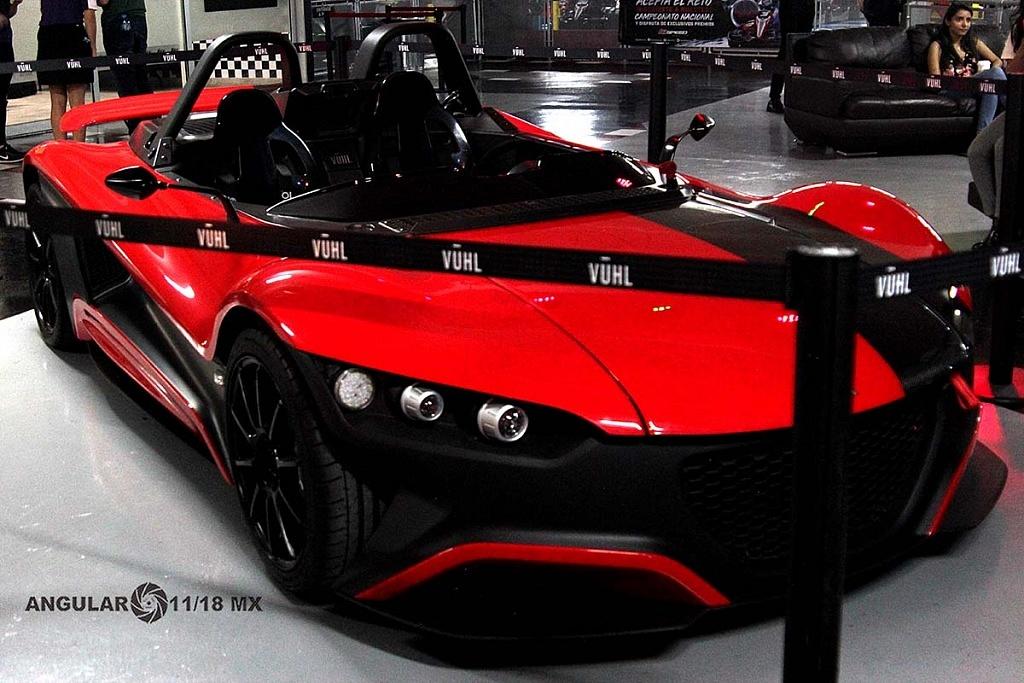 auto de exhibición durante la presentación del equipo Virgin racing