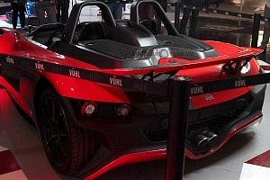 auto de exhibición parte trasera durante la presentación del equipo Virgin racing.