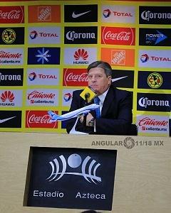Director Tecnico de las Aguilas del America Miguel Herrera