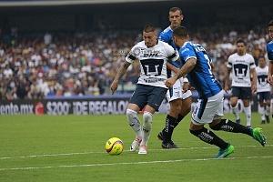 Nicolas Castillo en jugada dividida frente al Queretaro en la ultima jornada del clausura 2018