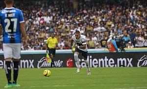 Nicolas Castillo en jugada dividida frente al Queretaro en la ultima jornada del clausura 2018 4