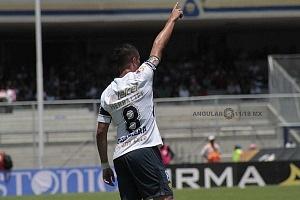 Pablo Barrera delantero universitario en la jornada 13