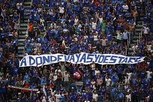 la afición del Cruz Azul se despide del estdio que dfuera su casa tras 22 años de historia en la jornda 16 del torneo Clausura 2018 con un cartel que se lee a donde vayas yo estare