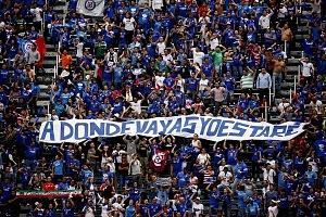 la afición del Cruz Azul se despide del estdio que dfuera su casa tras 22 años de historia en la jornda 16 del torneo Clausura 2018 con un cartel que se lee a donde vayas yo estare t