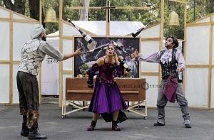 puesta en escena Un banquete para el difunto Don Quijote con la compañia La Bomba Teatro