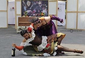 puesta en escena Un banquete para el difunto Don Quijote con la compañia La Bomba Teatro BR