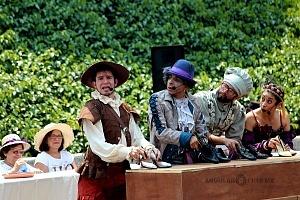 puesta en escena Un banquete para el difunto Don Quijote con la compañia La Bomba Teatro EL