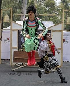 puesta en escena Un banquete para el difunto Don Quijote con la compañia La Bomba Teatro S