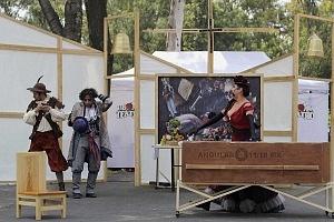puesta en escena Un banquete para el difunto Don Quijote con la compañia La Bomba Teatro TC