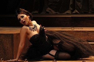 Actriz Diana Bovio en la puesta en escena Noche de Reyes interpretando a Lady Olivia teatro Helenico 1