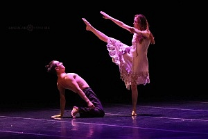 Breve antología del deseo, entre el amor y desamor compañia de danza capital presentaciòn Teatro Esperanza Iris 10