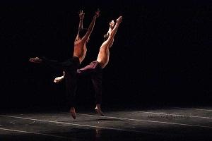 Breve antología del deseo, entre el amor y desamor compañia de danza capital presentaciòn Teatro Esperanza Iris 13