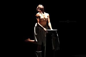 Breve antología del deseo, entre el amor y desamor compañia de danza capital presentaciòn Teatro Esperanza Iris