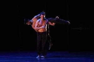 Breve antología del deseo, entre el amor y desamor compañia de danza capital presentaciòn Teatro Esperanza Iris bailarines