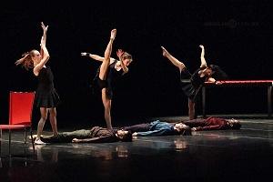 Breve antología del deseo, entre el amor y desamor compañia de danza capital presentaciòn Teatro Esperanza Iris silla roja