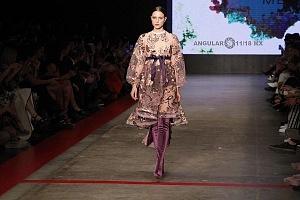 MBFW 2018 pasarela realizada en el Fronton México el 27 de Abril del presente año colección de Benito Santos vestido morado