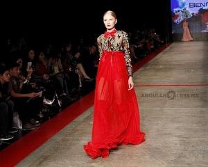MBFW 2018 pasarela realizada en el Fronton México el 27 de Abril del presente año colección de Benito Santos vestido rojo