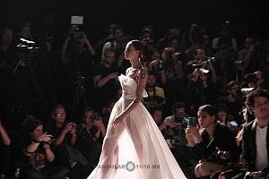 MBFW 2018 sede Frontón México Ciudad de México contra luz vestido rosa transparente