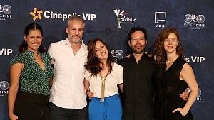Protagonistas de la película Eres mi pasión en la presentaciòn para medios