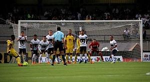 Pumas cae 4-1 ante el America en cuartos de final del torneo de clausura 2018 defensa de pumas en tiro libre