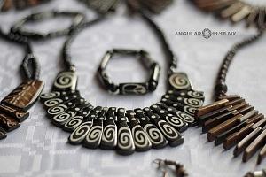 XV Festival del Tambor y las Culturas Africanas en Mèxico venta de artesanias Africanas collares tradicionales