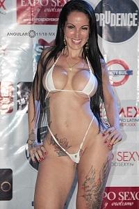 actriz modelo y conductora de entretenimiento para adultos en la presentaciòn de Expo Sexo y Erotismo 2018 f