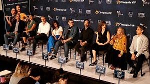 elenco ,director y productores de la película Eres mi pasión en la presentaciòn para medios