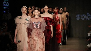 quinto día de la edición XXIII del Mercedes-Benz FashionWeek, sede Frontón México desfile de modelos