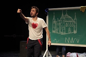 Actor Pablo Chemor, puesta en escena, Romeo y Julieta de Bolsillo, Centro Cultural Hèlenico, Foro la Gruta