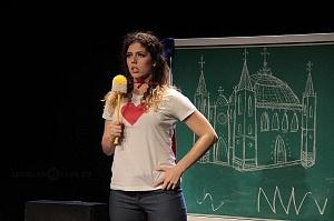 Actriz Brenda de Arrigunaga en la puesta en escena Romeo y Julieta de Bolsillo en el Centro Cultural Hèlenico Foro la Gruta