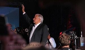 Andrés Manuel López Obrador, candidato a la presidencia de México en su cierre de campaña en el Estadio Azteca