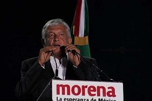 Andrés Manuel López Obrador, candidato a la presidencia de México en su cierre de campaña en el Estadio Azteca templete