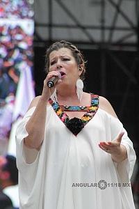 Cantante Margarita en el cierre de campaña de Andrés Manuel López Obrador candidato a la presidencia de México