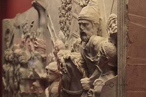 Frontal de Sarcòfago con Traditio Legis y escenas Bliblicas