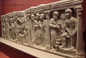Frontal de Sarcòfago con Traditio Legis yb escenas Bliblicas