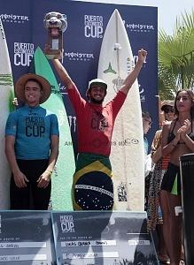 Lucas Chianca de Brasil Ganador del Puerto Escondido Cup 2018 Campeonato Internacional de Surf en Olas Gigantes