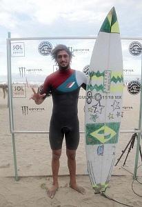Surfista Lucas Chianca de Brasil ganador del Puerto Escondido Cup 2018 playa Zicatela