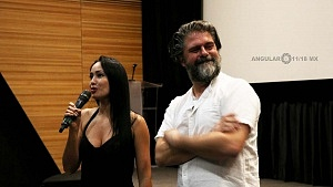 actriz mexicana Maya Zapata y el director Sebastián Cordero
