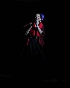 cantante y compositora María Inés Ochoael en el debut de La Rumorosa en el Teatro de la Ciudad 10