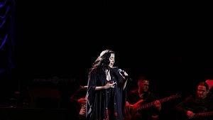 cantante y compositora María Inés Ochoael en el debut de La Rumorosa en el Teatro de la Ciudad p