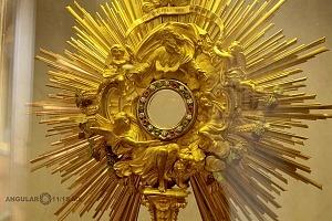 muestra Vaticano De San Pedro a Francisco Dos mil años de arte e historia abre sus puertas en San Ildefonso Pieza Custodia con incrustaciones de diamante