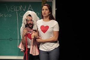 puesta en escena Romeo y Julieta de Bolsillo en el Centro Cultural Hèlenico 1
