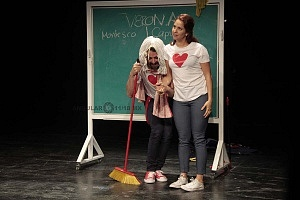 puesta en escena Romeo y Julieta de Bolsillo en el Centro Cultural Hèlenico