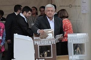 El candidato a la presidencia de México Andrés Manuel López Obrador, ejerciendo su voto este primero de julio por la coalición Juntos haremos historia