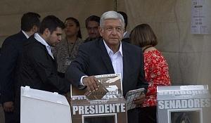 El candidato a la presidencia de México Andrés Manuel López Obrador, se presento a votar este primero de julio por la coalición Juntos haremos historia