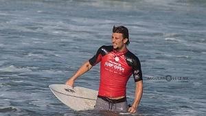 Hurley Surf Open Acapulco 2018 participante licra roja playa revolcadero QS 1,000